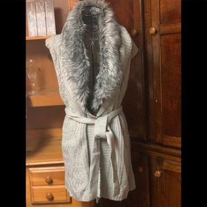 NWT Cache Vest With faux Fur Collar